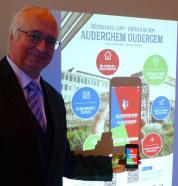 Dirk Hoornaert (SAMEN) presenteert de applicatie - presente l'application mobile - present the mobile application